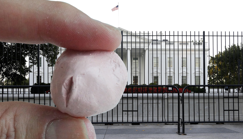 donald-trump-sculpture-michael-petry-artlyst1