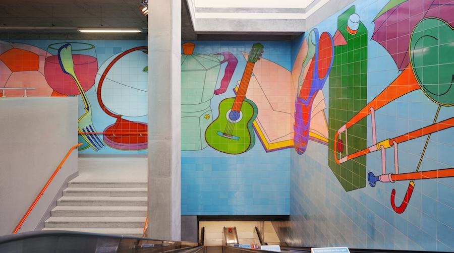 Michael Craig-Martin, Street Life, 2009. Commissioned by Docklands Light Railway, curated by Modus Operandi. Image credit: © Alan Williams Courtesy of the DLR.